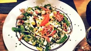 Feld-Salat mit Ei und Speck