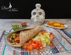 Burrito mit Hackfleischfüllung und Gemüse